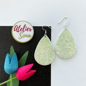 Lacy Tear Drop Earrings - Ivory
